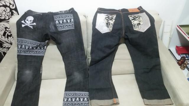 2 calças no padrão americano uma 44 e outra 42
