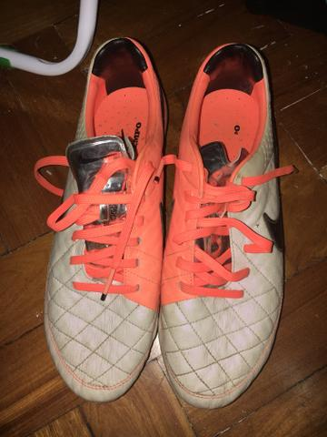 Chuteira Nike Tiempo - Esportes e ginástica - Leme 27703e0cc0207