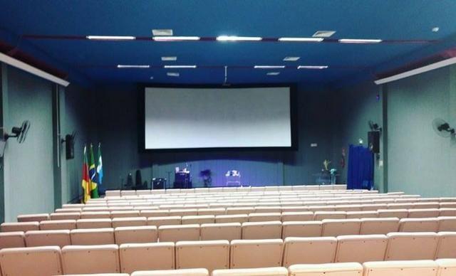 Sala de cinema com 200 poltronas no centro de Rio Grande