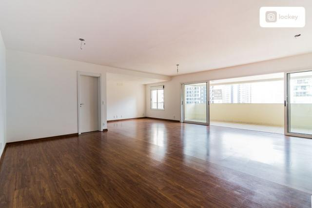 Apartamento com 200m² e 3 quartos