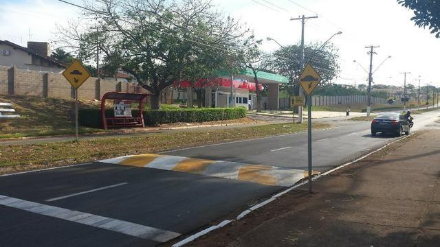 Terreno de 1.017 m2 com Benfeitorias e Edificações, Plano no Terra Verde em Fernandópolis - Foto 2