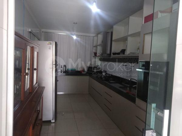 Casa sobrado com 5 quartos na Vila Santa Helena em Goiânia - Foto 13