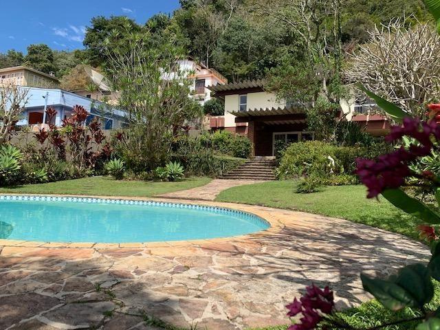 Casa Retiro com 3 quartos, jardim e piscina cod.23724