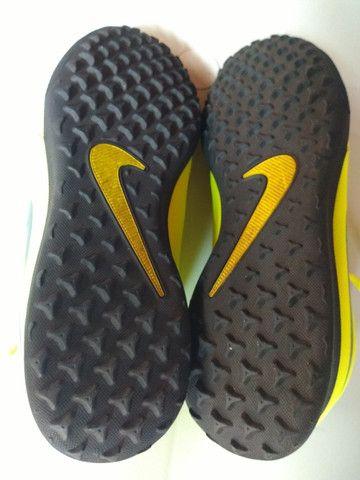 Chuteira Society Nike Phantom Venom Club TF - Verde Limão - Foto 4