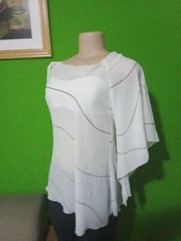 Blusa em Crepe Branca - Tamanho M - Foto 6