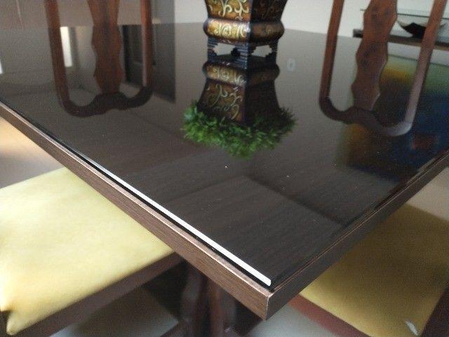 Mesa madeira com tampo vidro 4 lugares - Foto 3