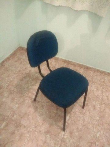 Cadeiras almofadadas azuis