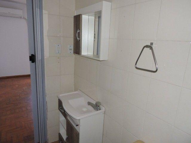 Cód 1960 Ap reformado com Ar condicionado, 02 dormitórios. Próximo da Av. Ipiranga - Foto 14