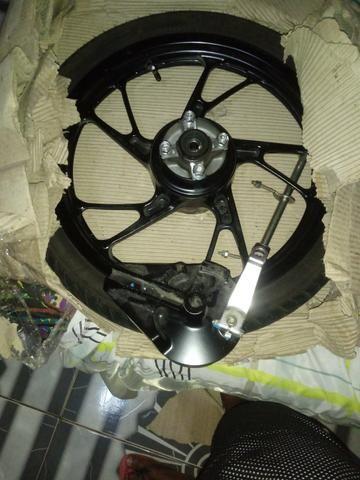 Vendo rodao da titan ou fan 160 com pneu e tudo nela por 200 reais