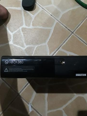 Vendo xbox 360 com jogos