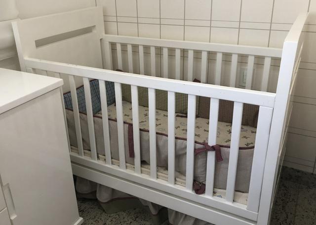Berço para quarto de bebê toda na laca branca. Móvel muito novo