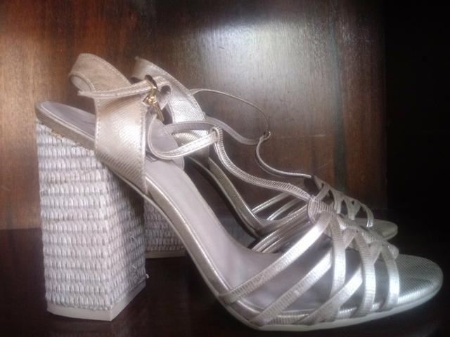 4d5894debd Sandália dourada salto quadrado - Roupas e calçados no Rio de ...