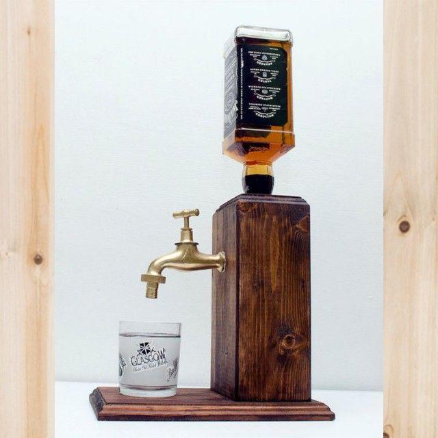Dispenser de whisky em madeira pinus