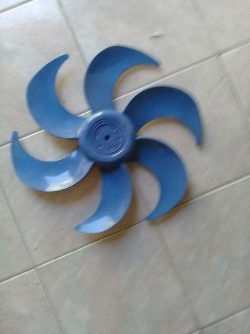 Vendo 3 colunas de ventiladores uma cano e duas de ferro a 30 cada - Foto 2