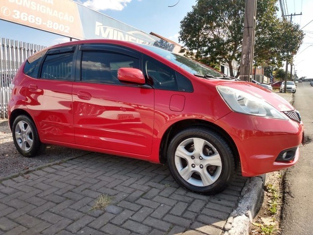 Vendo Honda fit 2009 vermelho 31 mil - Foto 2