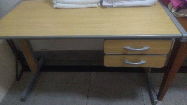 Mesa com gaveta - Móveis de Escritório - Foto 4