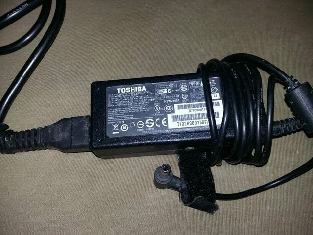 Carregador de notebook Toshiba