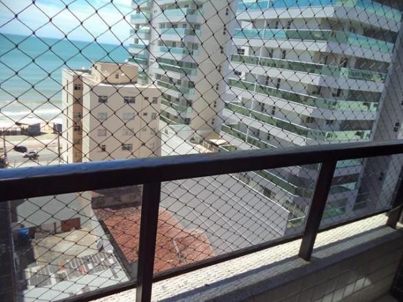 2 qtos sendo 1 suíte, 2 vagas, elevador, 1 quadra da Praia do Morro