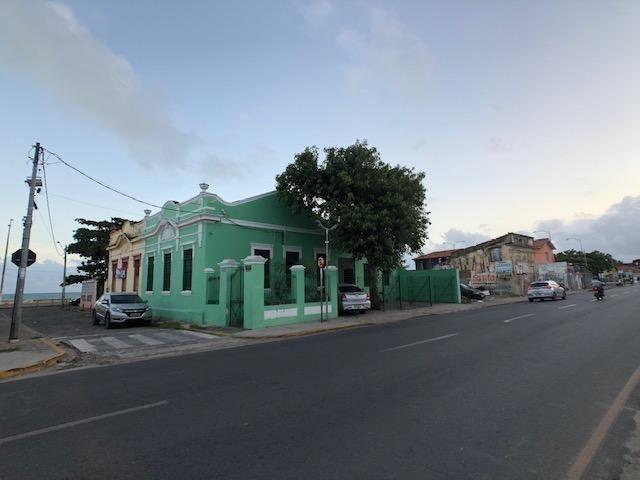 Casa em avenida principal de Olinda para comércio, de esquina positiva
