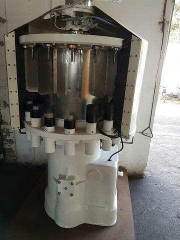 Máquina de engarrafar cerveja e refrigerante