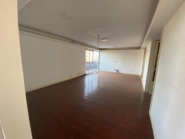 Apartamento possui 202 metros quadrados com 4 quartos em Setor Bueno - Goiânia - GO - Foto 8