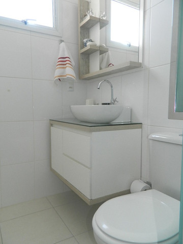 Capoeiras 2 dormitórios com muito espaço , suíte e sacada com garagem - Foto 16