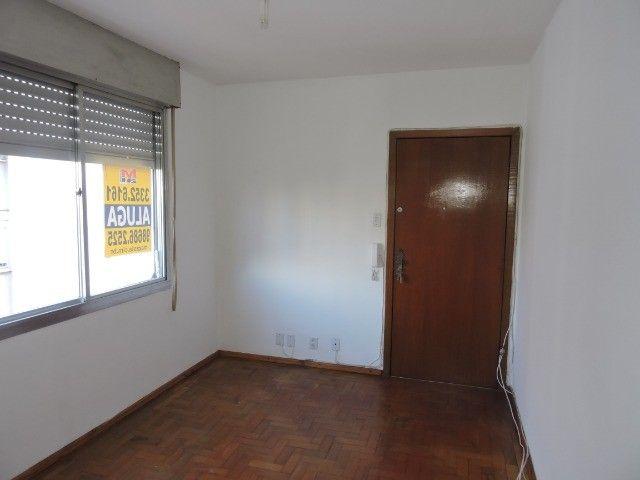 Cód 1960 Ap reformado com Ar condicionado, 02 dormitórios. Próximo da Av. Ipiranga - Foto 6