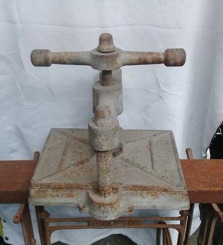 Prensa antiga em ferro