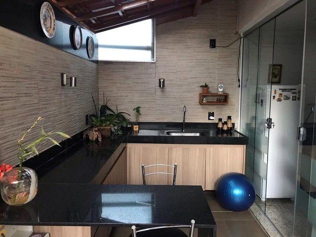 Linda casa em condomínio fechado melhor localização do Buritis - Foto 4