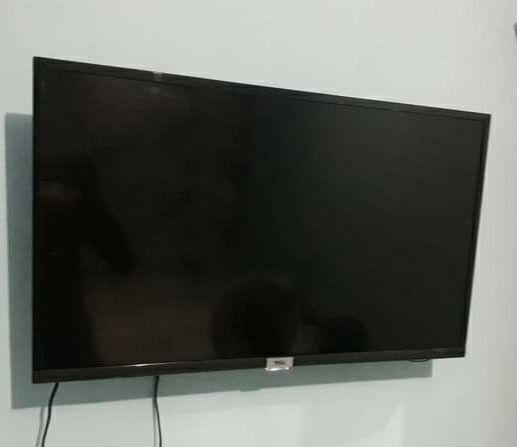 Vendo TV smart 43 polegadas com nota fiscal está semi nova