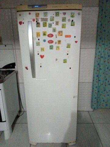 Vendo  essa geladeira de gelo seco tá focionando bem tô vendo pq comprei outra