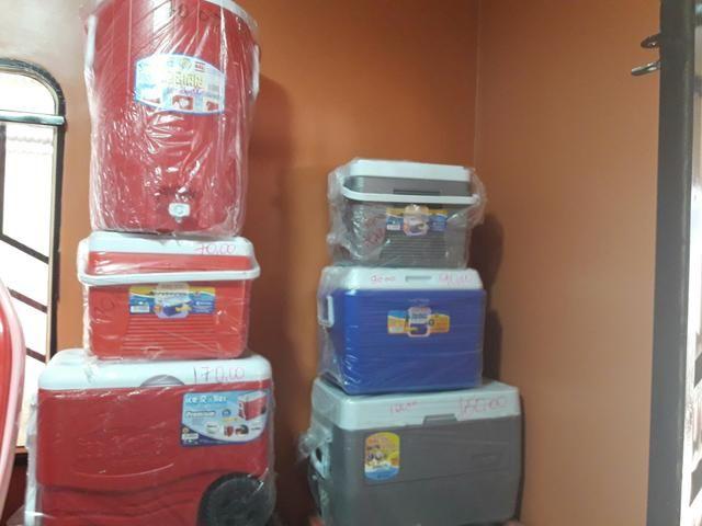 Vendo caixas térmicas e garrafas térmica valores variados faço entregar só ligar