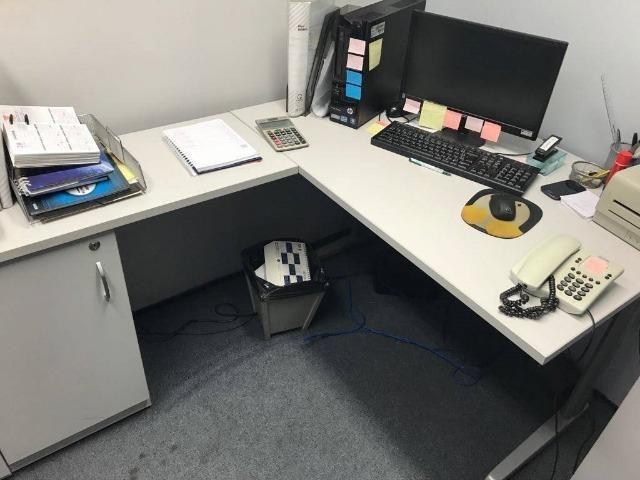 Mesas e estacoes de trabalho