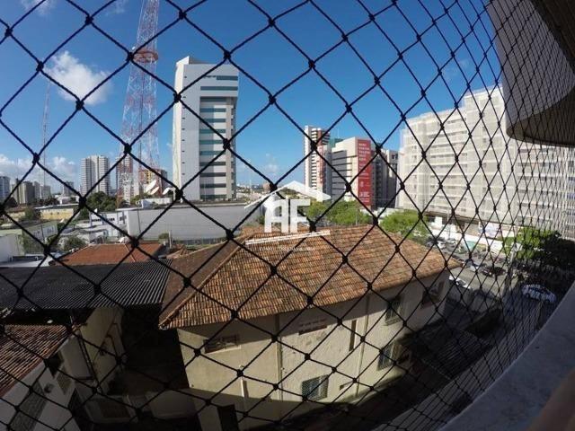 Apartamento no Farol com 4/4 sendo 3 suítes - Ótima localização, ligue já - Foto 18