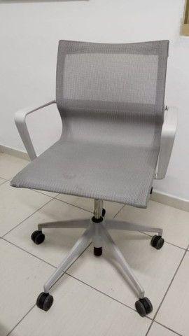 Cadeira vitra super confortável