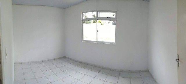 Linda Casa em Condomínio com amplo terreno *Leia o Anúncio* - Foto 4
