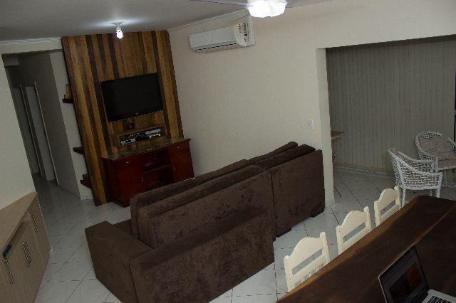 Apartamento bem localizado em Meia Praia