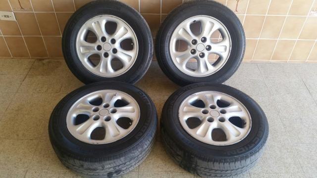 Jogo de rodas com pneus aro 15 com furacão 5x108