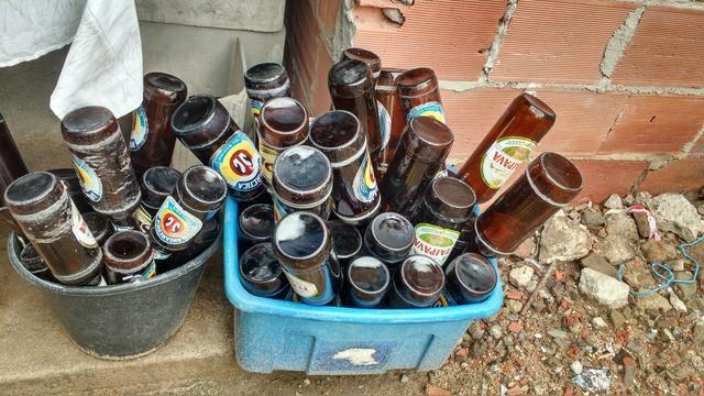 Garrafas de cerveja sem nenhum defeito pra sair