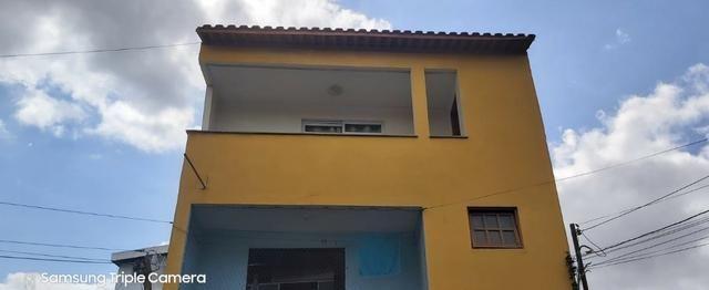 Apartamento mobiliado com 3 quartos no Bairro Santo Antônio. Valor mensal R$ 1.300,00