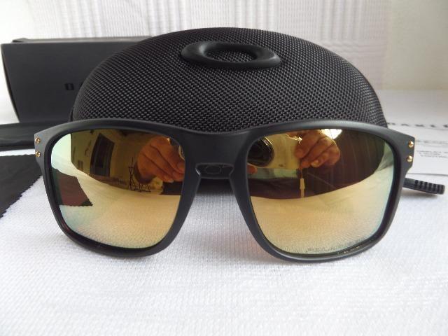 69d6dbb65111e Óculos Oakley Holbrook Shaun White 24k Gold Preto Fosco Polarizado -  Importado