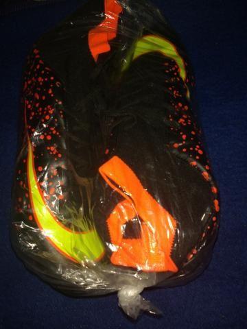Chuteira de futebol Campo PretoLaranja cano alto Maultby ñ Nike Adidas dde60e9c79814