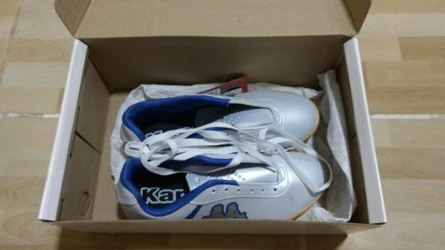 1905162453 Chuteira Futsal Kappa Torpedo - Branco e Azul - Esportes e ginástica ...