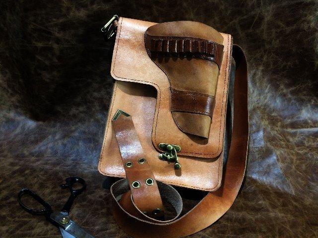 Bolsa em couro legítimo , tipo velho oest