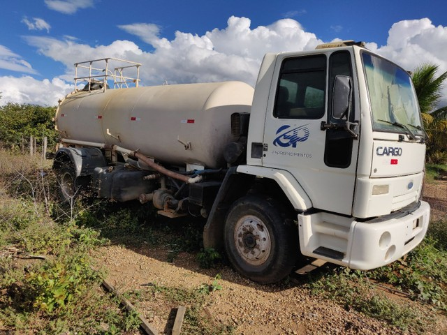 Caminhão Ford Cargo 1317e pipa ano 2006 - Foto 2
