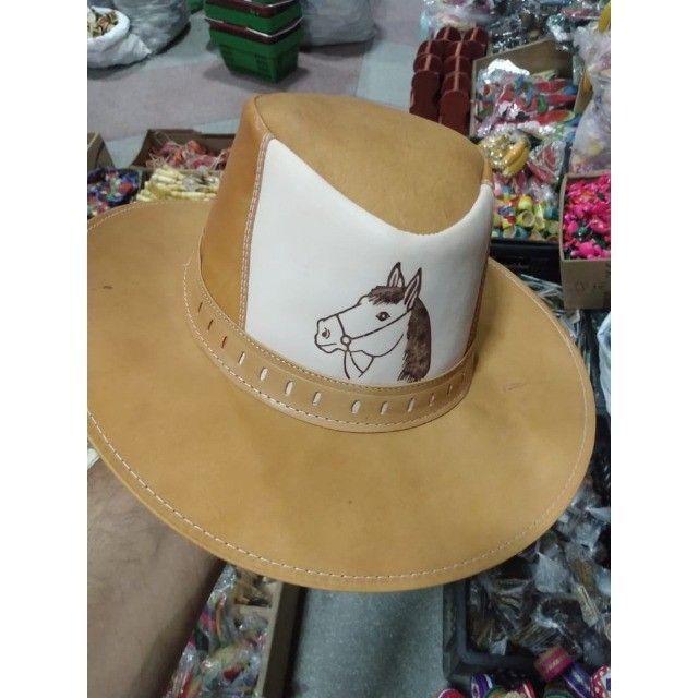 Chapéu fazendeiro com aba média, produzido em couro