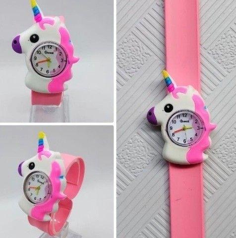 Relógio unicórnio pulseira bate enrola - Foto 2