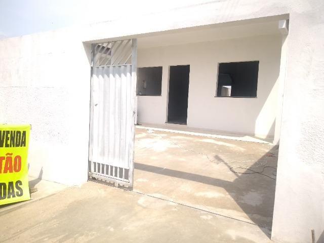 Casas em rua pública, 2 QTS (1 suíte), 2 vagas, área externa, prox ao shop. sumauma