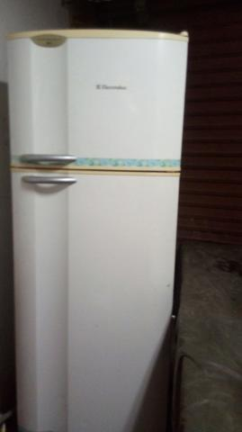 Geladeira duplex so gela em cima