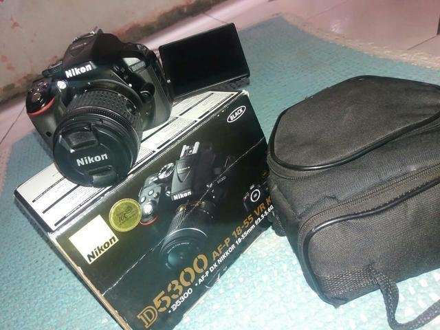 Câmera nikon D5300 com lente bateria e carregador